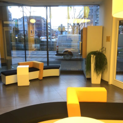 Lounge Moebel Wartebereich Pos Ladenbau Showroom Gestaltung